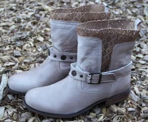 Schuhe mit verschiedenen Materialien